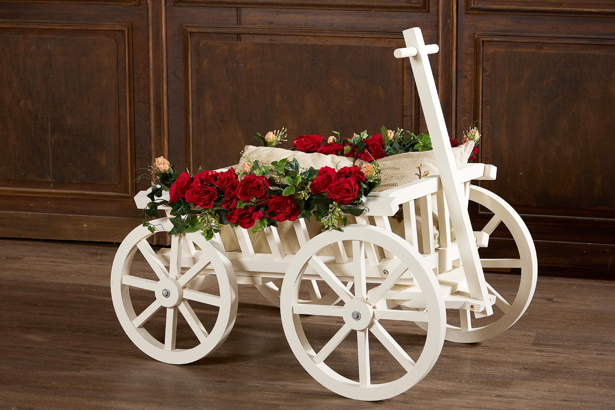台中花藝佈置花車佈置婚禮佈置使用花車拍攝 class=